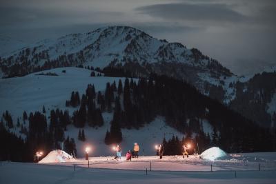 abenteuerreich Erlebnistouren, Iglu, Schneeschuhwanderung, Iglubau, Schweiz, Alpen, Iglunacht