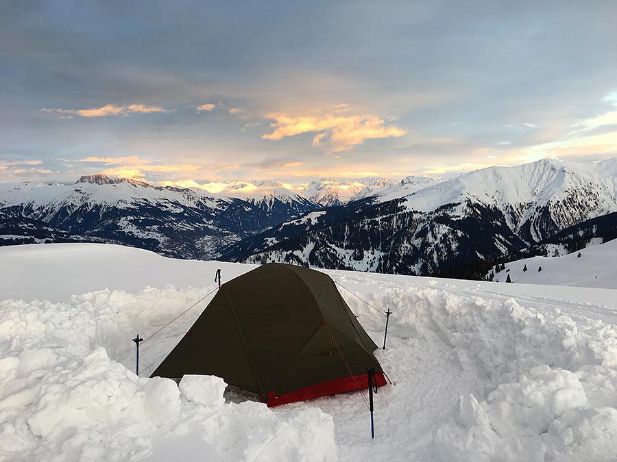 abenteuerreich, erlebnistouren, zelten am gipfel, biwak, schneekocher, sonnenuntergang am berg, ,msr, optimus, trek and eat, schneeschuhtour mit zelt